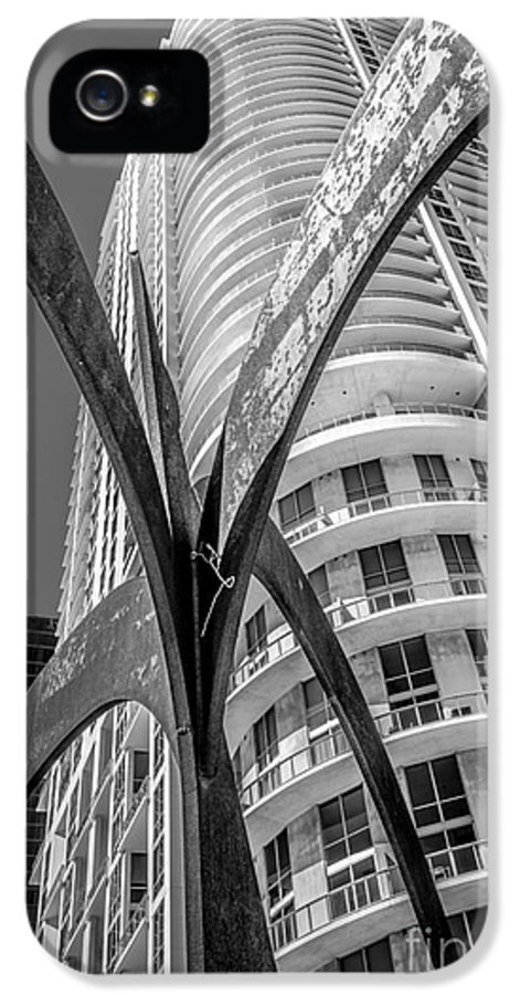 2003 IPhone 5 Case featuring the photograph Element Of Duenos Do Los Estrellas Statue With Miami Downtown In Background - Black And White by Ian Monk