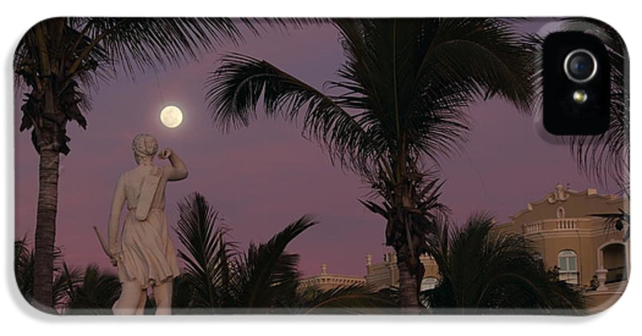 Vacation IPhone 5 / 5s Case featuring the photograph Evening Moon by Shane Bechler