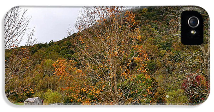 Virginia IPhone 5 Case featuring the photograph Fall In Virginia by Todd Hostetter