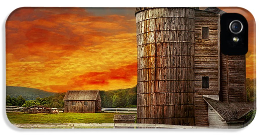 Farm IPhone 5 Case featuring the photograph Farm - Barn - Welcome To The Farm by Mike Savad
