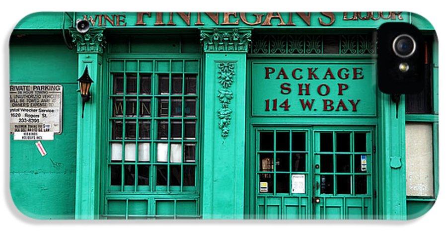 Finnegans Of Savannah IPhone 5 / 5s Case featuring the photograph Finnegans Of Savannah by John Rizzuto