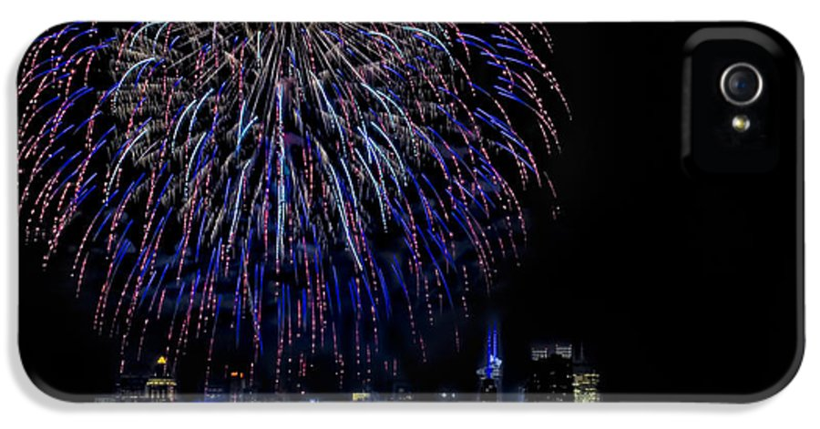 4th Of July IPhone 5 Case featuring the photograph Fireworks In New York City by Susan Candelario