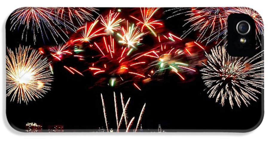4th IPhone 5 Case featuring the photograph Fireworks Over The Delaware by Nick Zelinsky