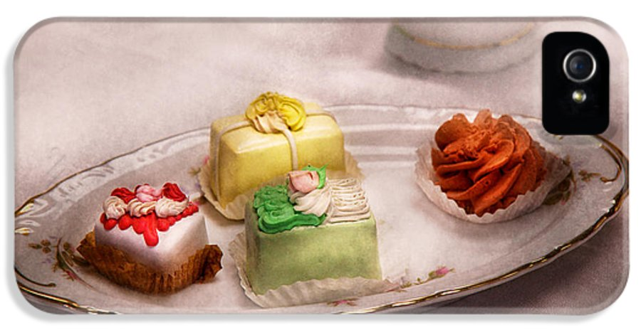 Cake IPhone 5 Case featuring the photograph Food - Sweet - Cake - Grandma's Treats by Mike Savad