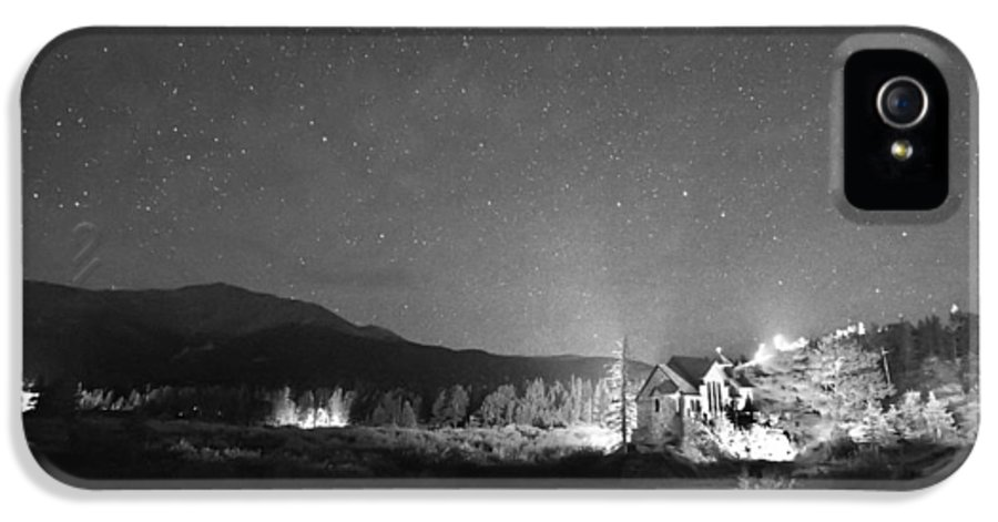 Chapel On The Rock IPhone 5 Case featuring the photograph Forest Of Stars Above The Chapel On The Rock Bw by James BO Insogna