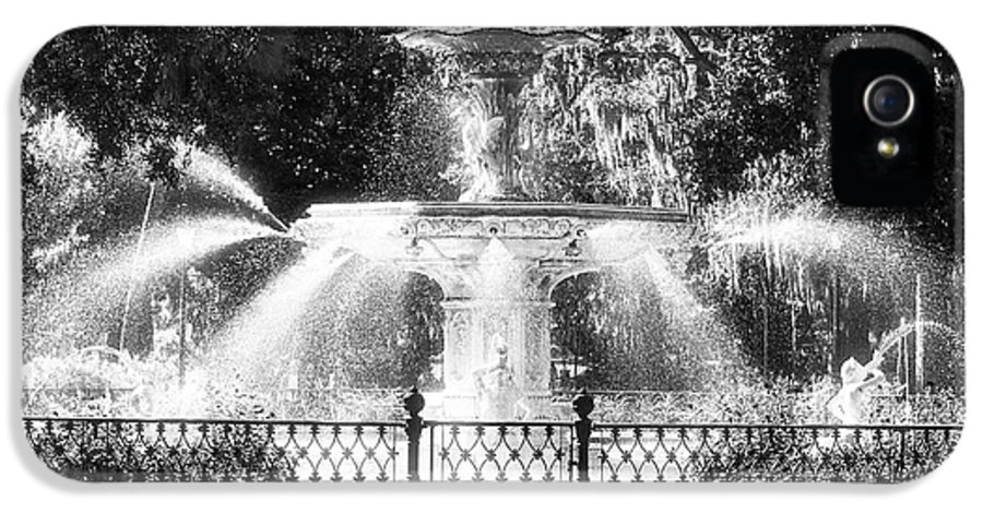 Forsyth Park Fountain IPhone 5 Case featuring the photograph Forsyth Park Fountain by John Rizzuto