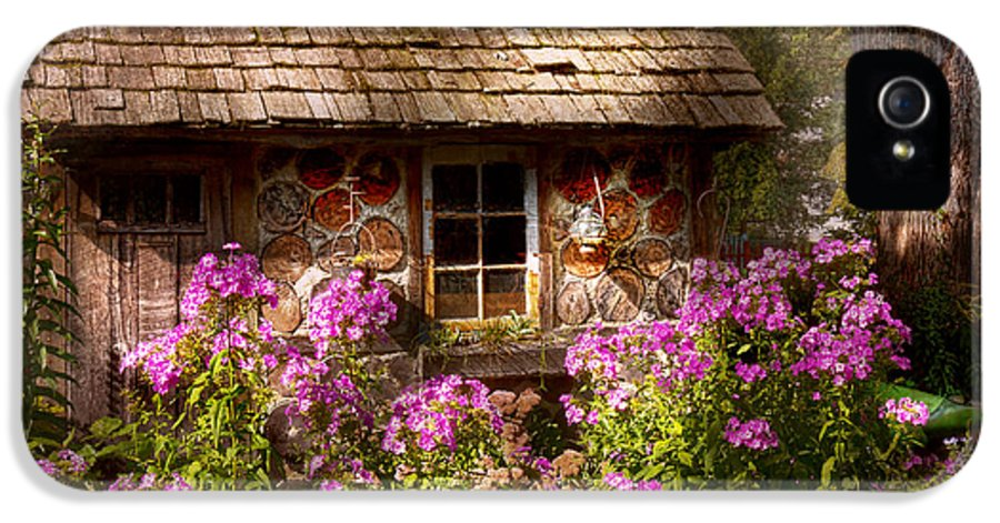 Building IPhone 5 Case featuring the photograph Garden - Belvidere Nj - My Little Cottage by Mike Savad
