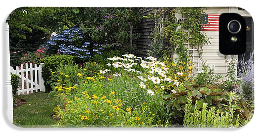 Cottage IPhone 5 Case featuring the photograph Garden Cottage by Bill Wakeley