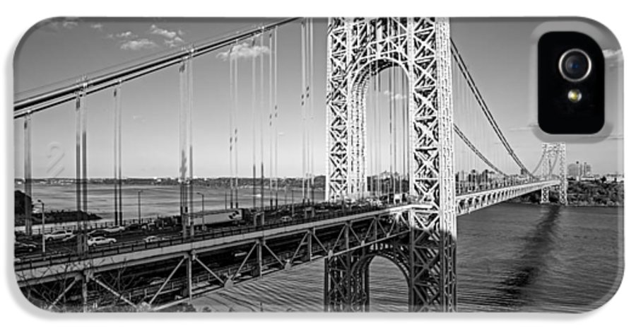 B&w IPhone 5 Case featuring the photograph George Washington Bridge Nyc Bw by Susan Candelario