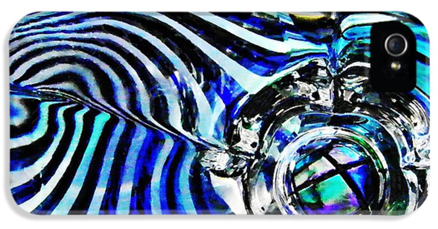 Abstract IPhone 5 Case featuring the photograph Glass Abstract 132 by Sarah Loft