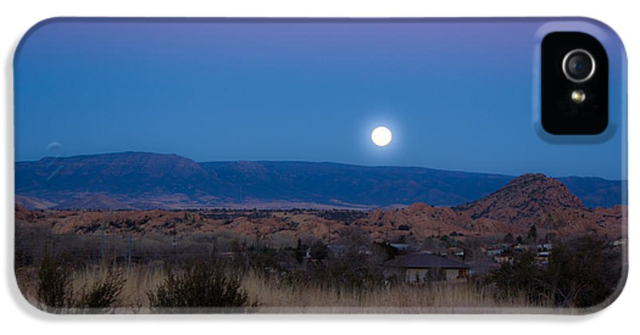 Landscape IPhone 5 Case featuring the photograph Glowing Full Moon by Phyllis Bradd
