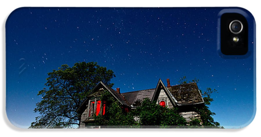 Abandoned IPhone 5 Case featuring the photograph Haunted Farmhouse At Night by Cale Best