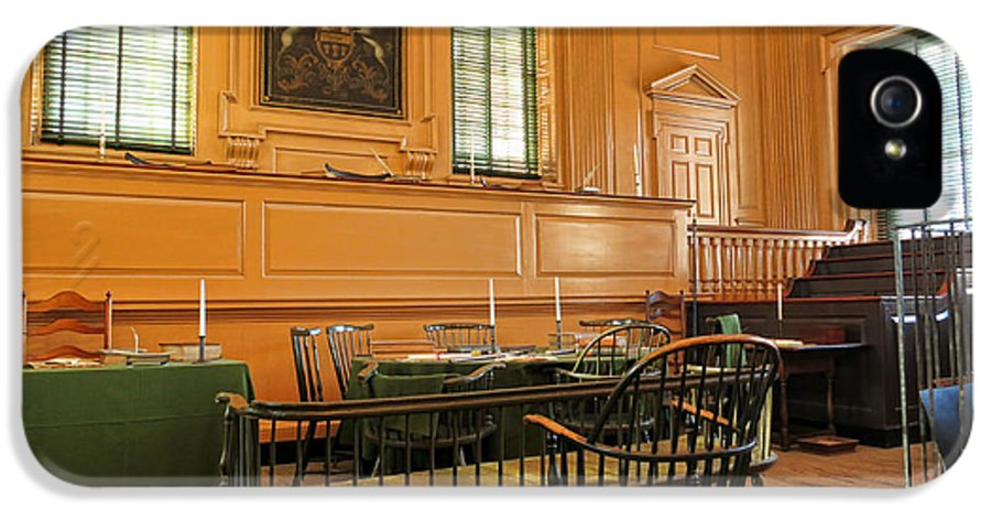 Philadelphia IPhone 5 Case featuring the photograph Historic Supreme Court by Olivier Le Queinec