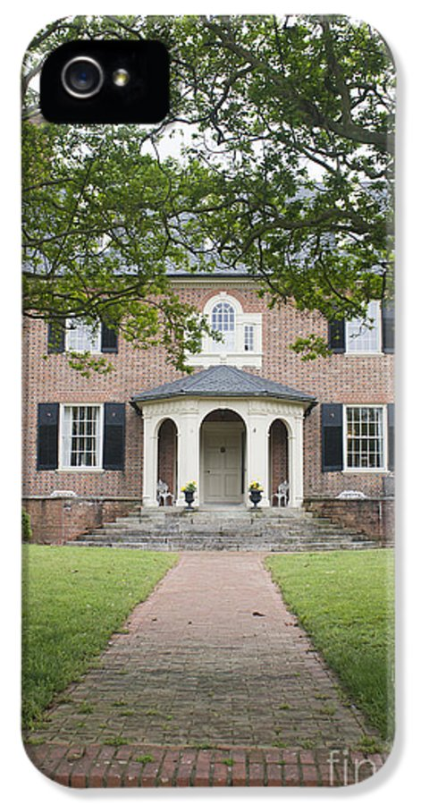 Yorktown IPhone 5 Case featuring the photograph Hornsby House Inn Yorktown by Teresa Mucha