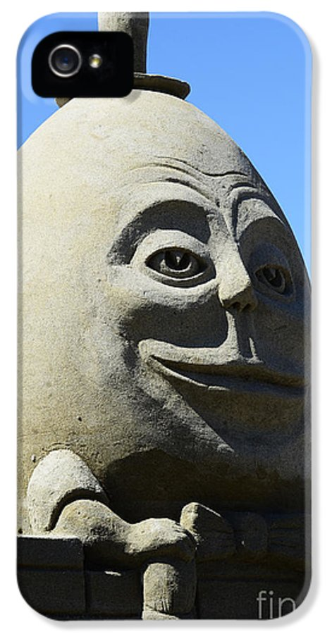 Humpty Dumpty IPhone 5 Case featuring the photograph Humpty Dumpty Sand Sculpture by Bob Christopher