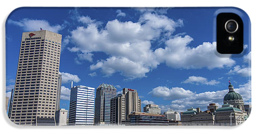 Indy 500 IPhone 5 Case featuring the photograph Indianapolis Skyline Low by David Haskett