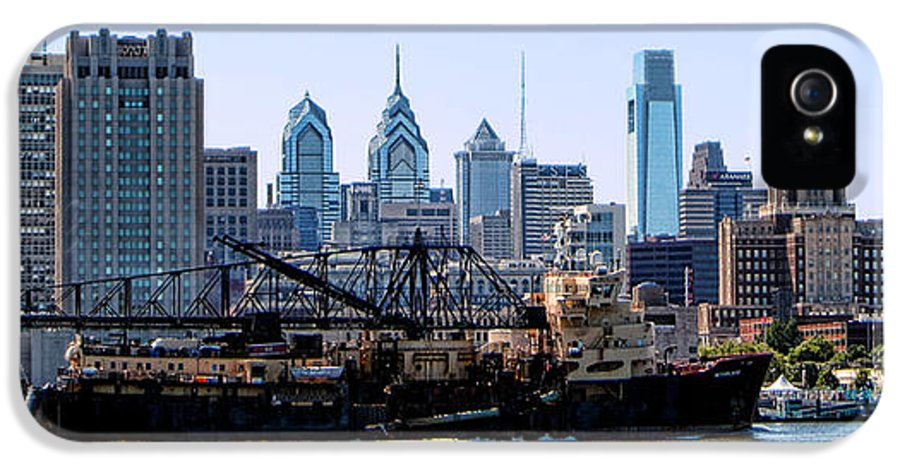 Trailing IPhone 5 Case featuring the photograph Industrial Philadelphia by Olivier Le Queinec