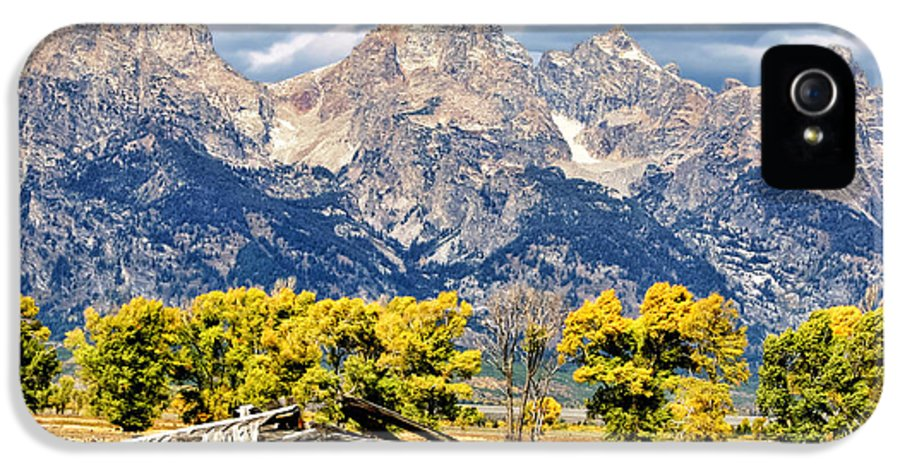 Log Cabin IPhone 5 Case featuring the photograph Jackson Hole by Kathleen Bishop