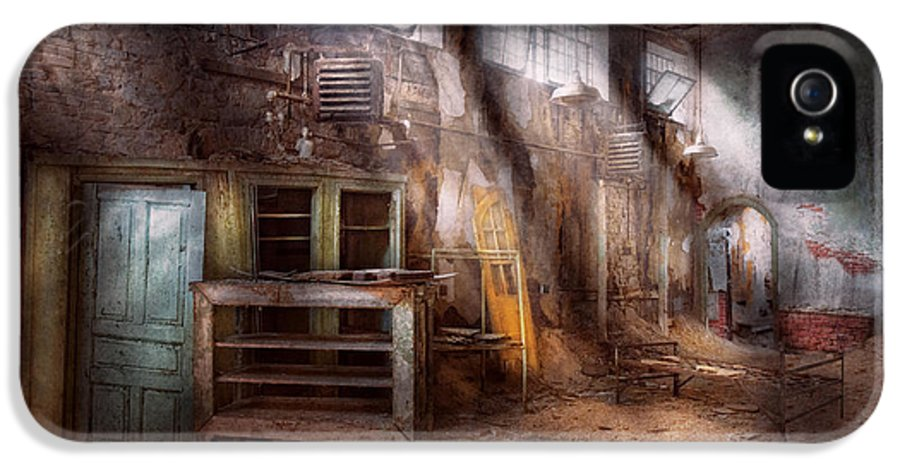 Jail IPhone 5 Case featuring the photograph Jail - Eastern State Penitentiary - Sick Bay by Mike Savad