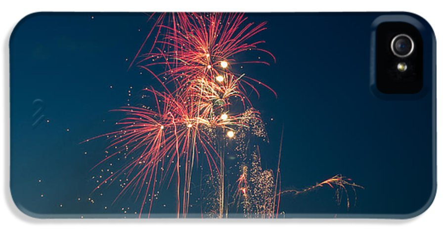 Fireworks IPhone 5 / 5s Case featuring the photograph July 4th 2014 3 by Chad Rowe