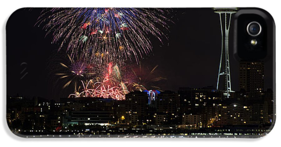 July 4th IPhone 5 / 5s Case featuring the photograph July 4th Fireworks In Seattle by Yoshiki Nakamura