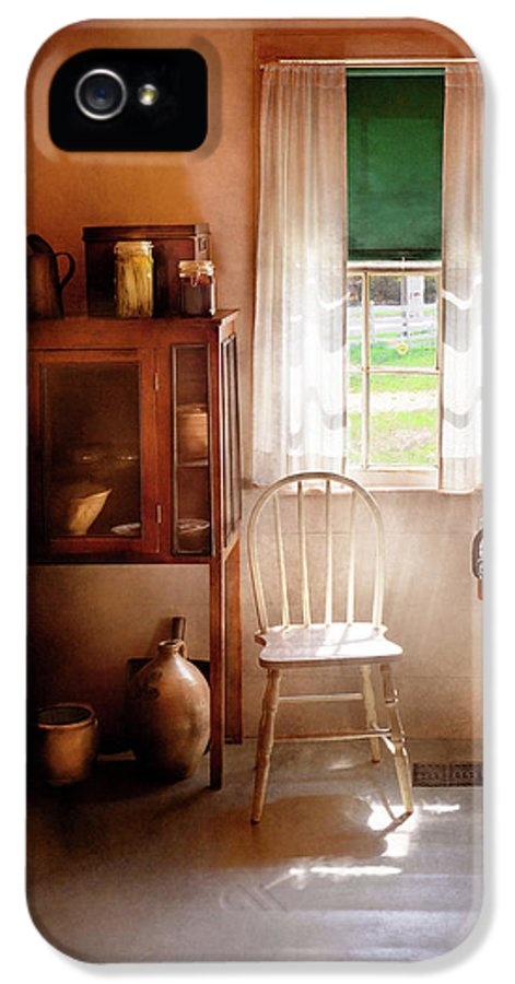 Hdr IPhone 5 Case featuring the photograph Kitchen - A Cottage Kitchen by Mike Savad