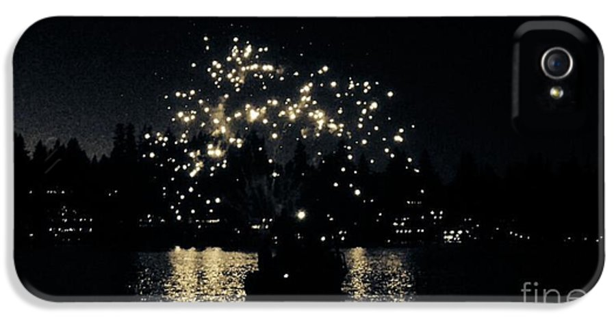 4th Of July Fireworks IPhone 5 Case featuring the photograph Lake Fireworks by Susan Garren