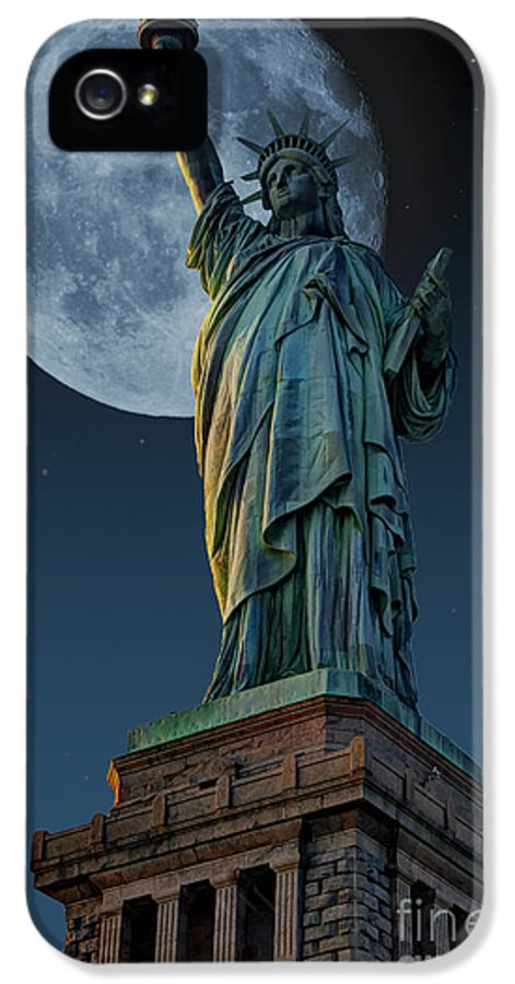 Statue Of Liberty IPhone 5 Case featuring the photograph Liberty Moon by Steve Purnell