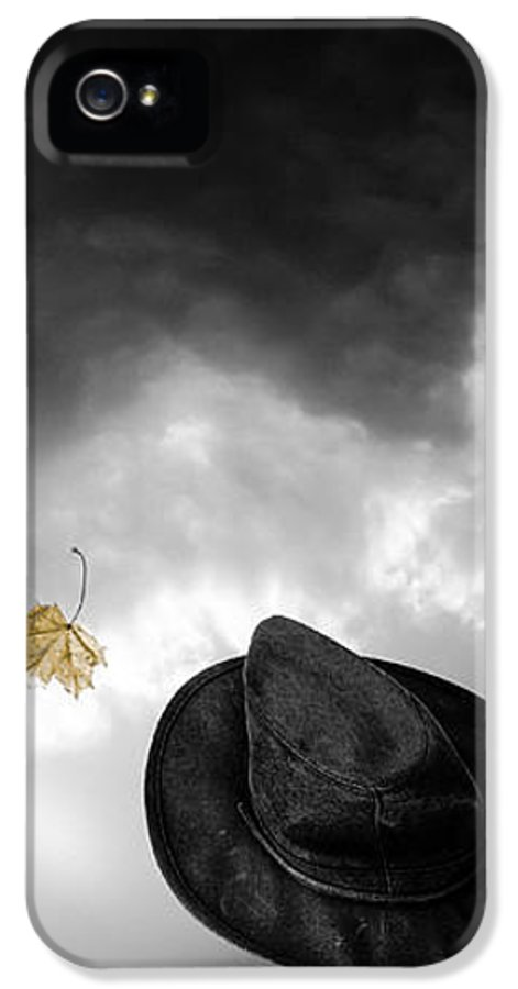 Homecoming IPhone 5 Case featuring the photograph Light In The Window by Bob Orsillo