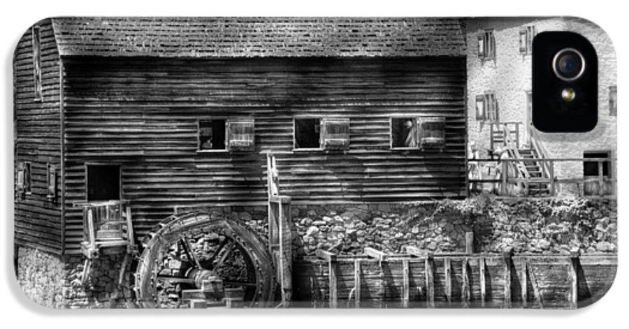 Savad IPhone 5 Case featuring the photograph Mill - Sleepy Hollow Ny - By The Mill by Mike Savad
