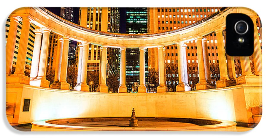 America IPhone 5 / 5s Case featuring the photograph Millennium Monument Fountain In Chicago by Paul Velgos