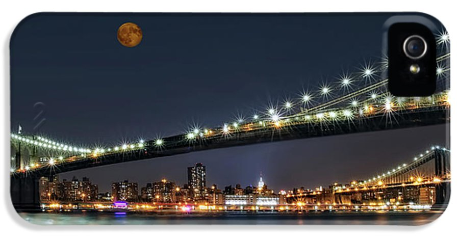 Brooklyn Bridge IPhone 5 Case featuring the photograph Moonrise Over Manhattan by Susan Candelario