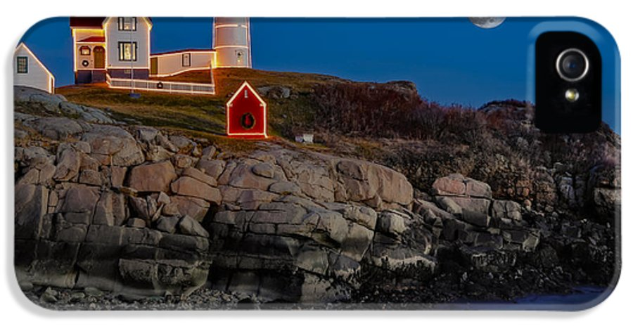 Nubble Lighthouse IPhone 5 Case featuring the photograph Neddick Lighthouse by Susan Candelario