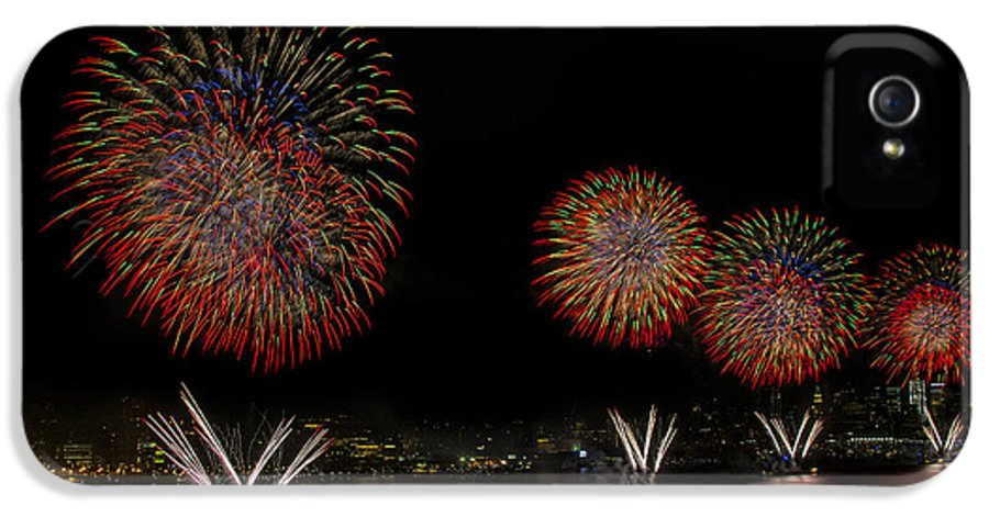4th Of July IPhone 5 Case featuring the photograph New York City Celebrates The Fourth by Susan Candelario