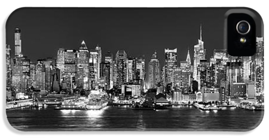 New York City Skyline At Night IPhone 5 Case featuring the photograph New York City Nyc Skyline Midtown Manhattan At Night Black And White by Jon Holiday