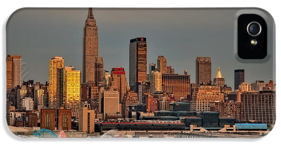 Nyc IPhone 5 Case featuring the photograph New York City Sundown On The 4th by Susan Candelario
