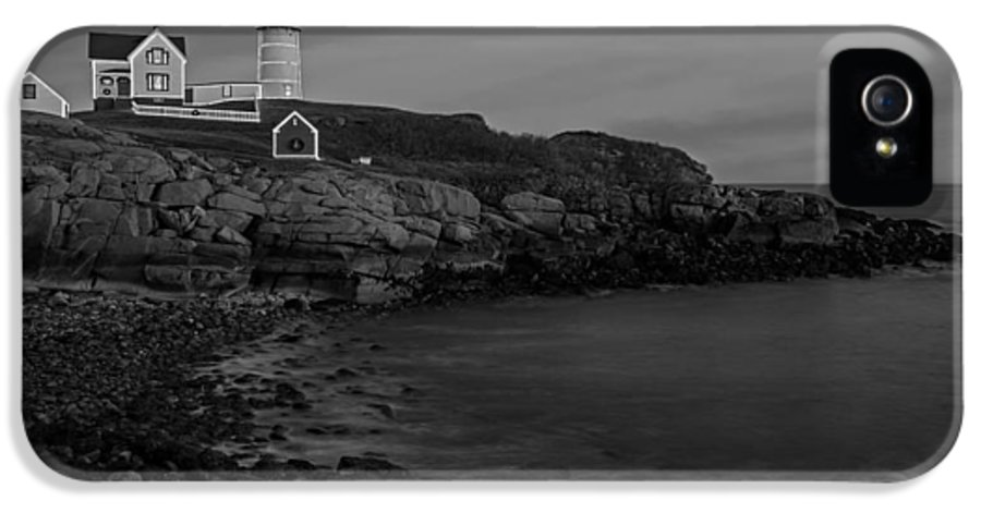 Nubble Lighthouse IPhone 5 Case featuring the photograph Nubble Light At Sunset Bw by Susan Candelario