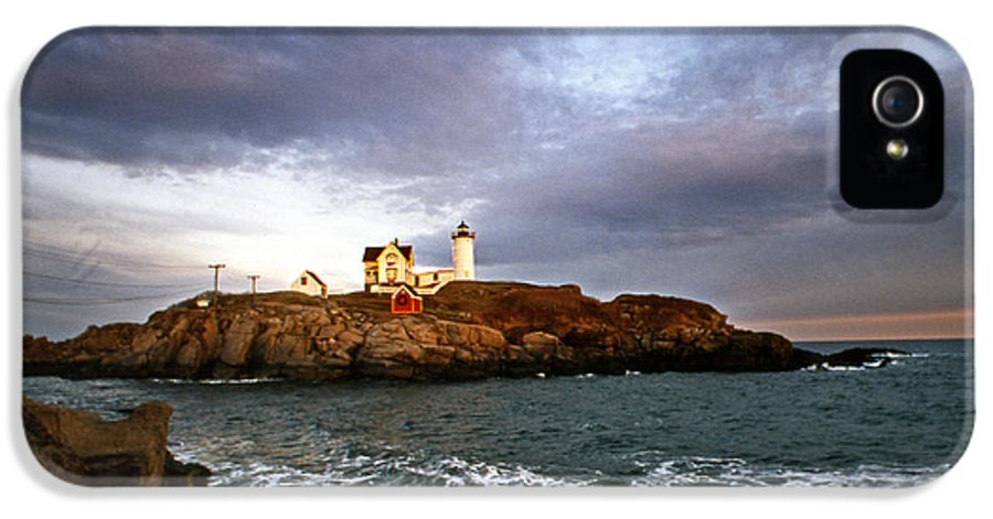 Lighthouses IPhone 5 Case featuring the photograph Nubble Lighthouse by Skip Willits