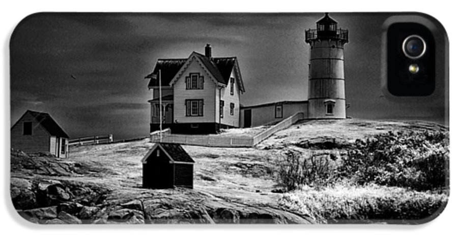 Nubble IPhone 5 Case featuring the photograph Nubble Night by Tricia Marchlik