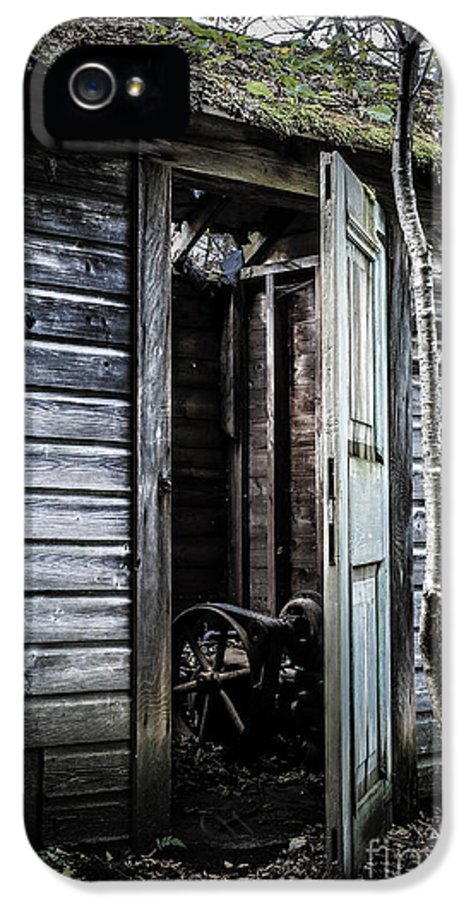 Sinister IPhone 5 Case featuring the photograph Old Abandoned Well House With Door Ajar by Edward Fielding