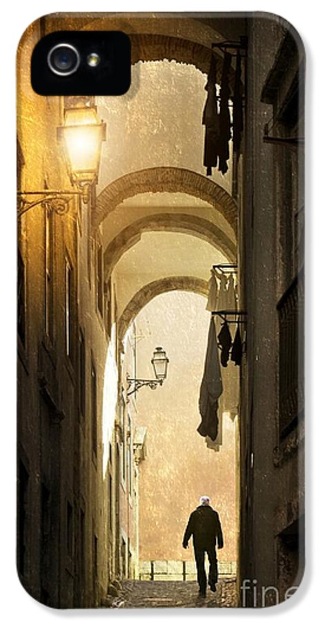 Lisbon IPhone 5 Case featuring the photograph Old Alley by Carlos Caetano