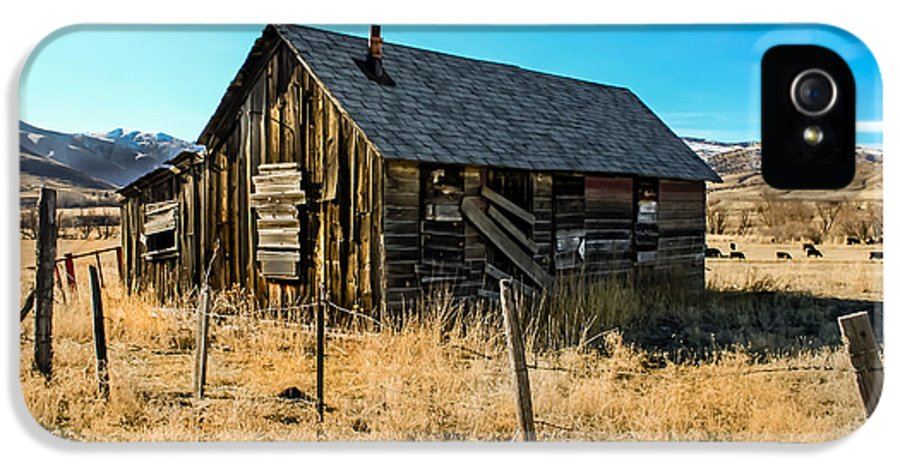 Barn IPhone 5 Case featuring the photograph Old And Forgotten by Robert Bales