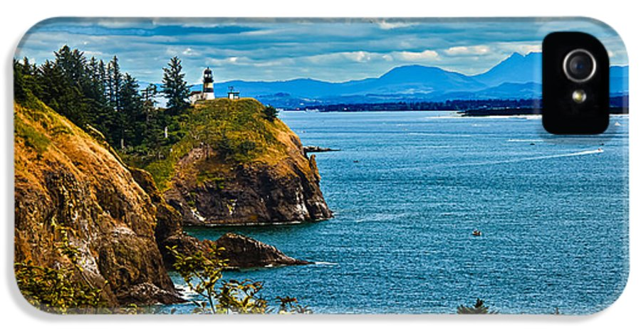 Lighthouse IPhone 5 Case featuring the photograph Overlooking by Robert Bales