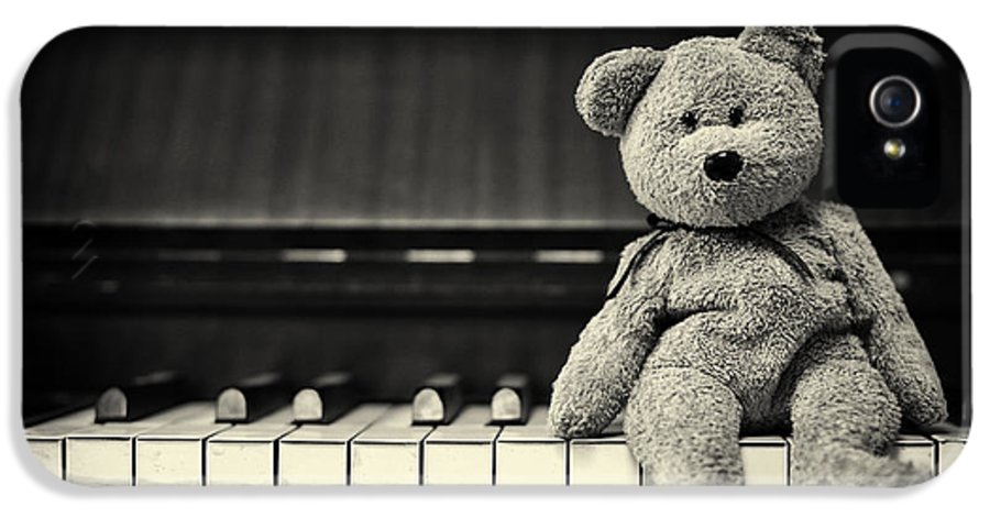 Teddy Bear IPhone 5 Case featuring the photograph Piano Bear by Tim Gainey