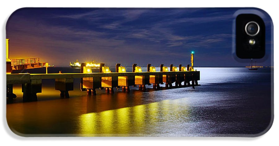 Atmosphere IPhone 5 Case featuring the photograph Pier At Night by Carlos Caetano