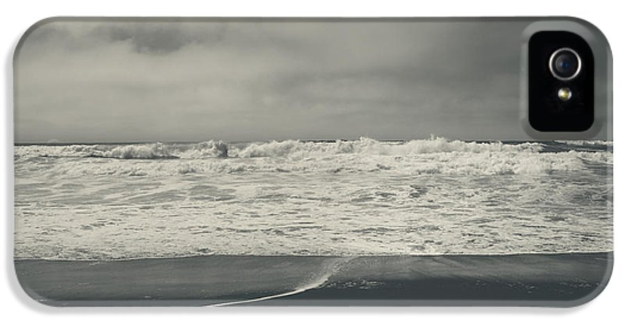 Ocean IPhone 5 Case featuring the photograph Pulling Me In by Laurie Search