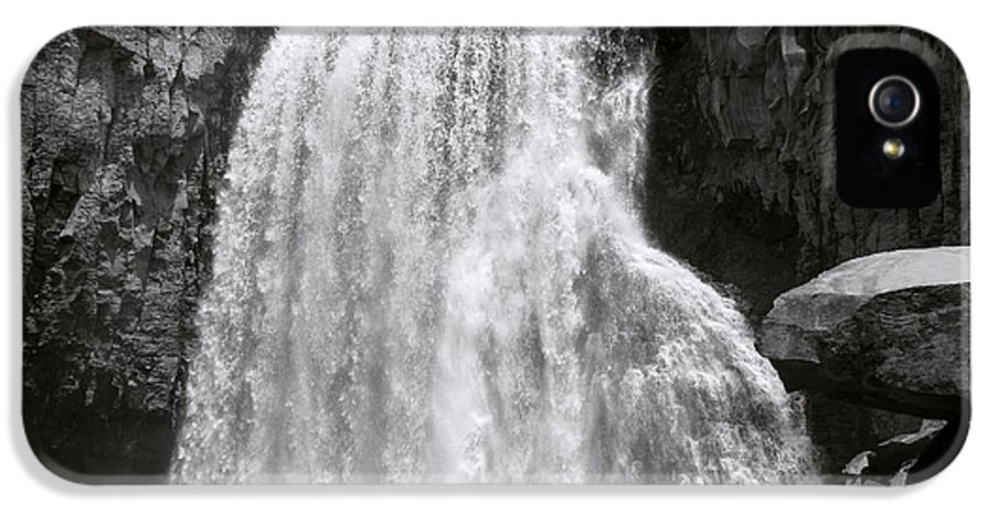 San Joaquin River IPhone 5 Case featuring the photograph Rainbow Falls by Bill Gallagher