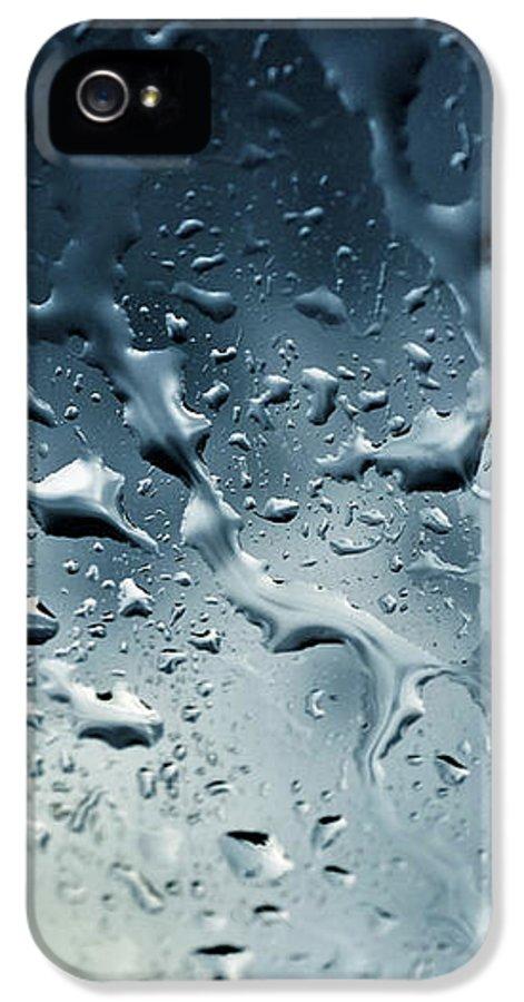 Raindrops IPhone 5 Case featuring the photograph Raindrops by Fabrizio Troiani