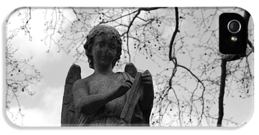 Cemetery IPhone 5 Case featuring the photograph Reading Angel by Jennifer Ancker