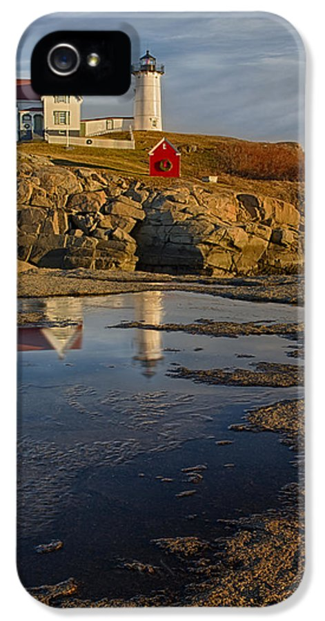 Nubble Lighthouse IPhone 5 Case featuring the photograph Reflecting On Nubble Lighthouse by Susan Candelario